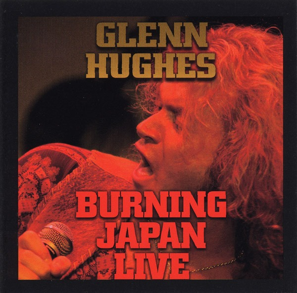 Glenn-Hughes-Burning-in-Japan-Deep-Purple-Le-livre-50ans-lamaisondeslegendes